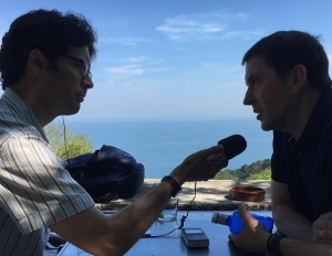 Guy interviewing Basque separatist leader Arnaldo Otegi in 2016.